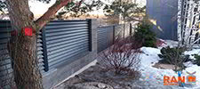 RANeX_забор-центр_забор каменно-модульный из блока с камешковой поверхностью + жалюзи-танго_RAL7016_4_2